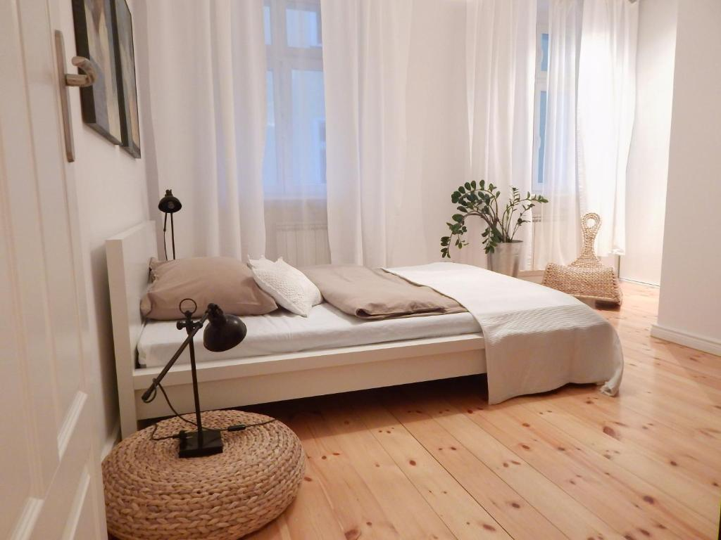 A bed or beds in a room at Poznań Class Apartments