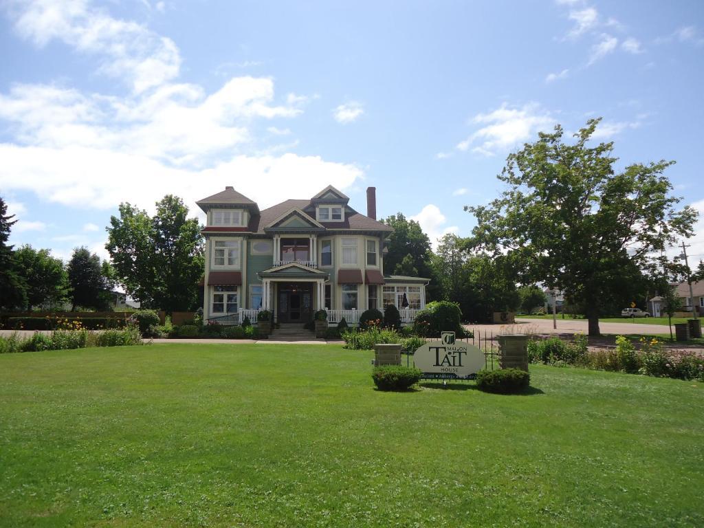 Inn maison tait house shediac canada - Canada maison close ...