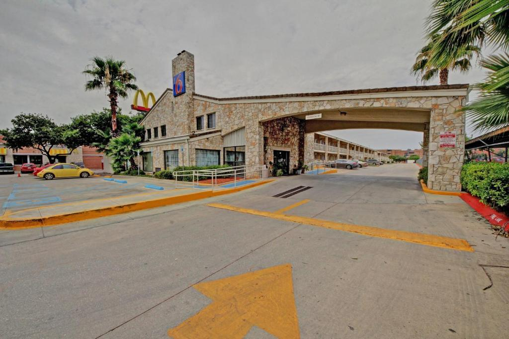 Motel 6 San Antonio Tx Booking Com