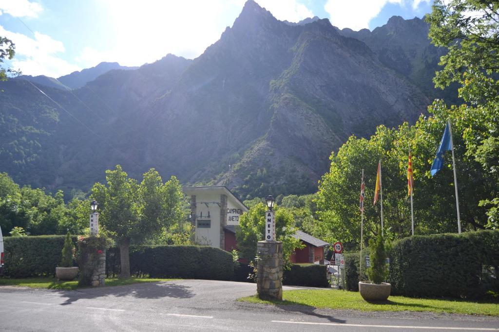 Camping aneto benasque spain for Booking benasque