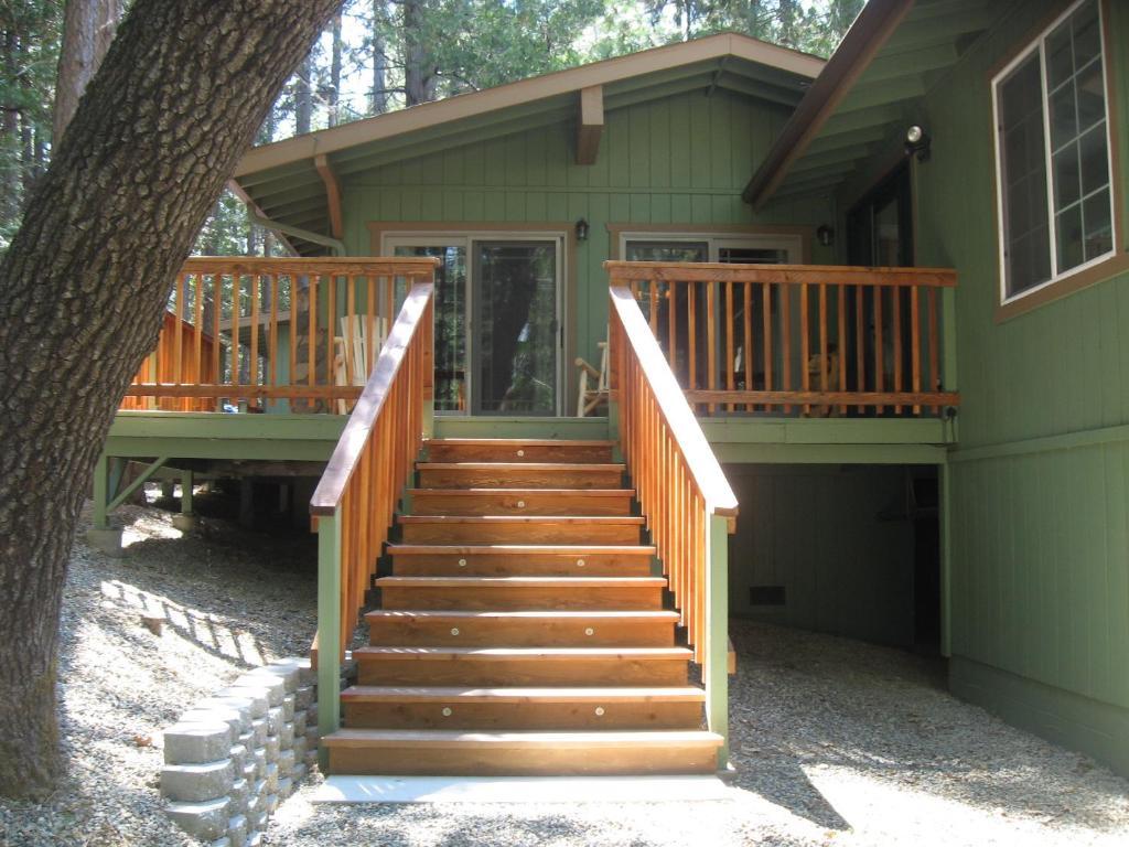 Vacation Home Manzanita Cabin - Bass Lake, Oakhurst, CA - Booking.com