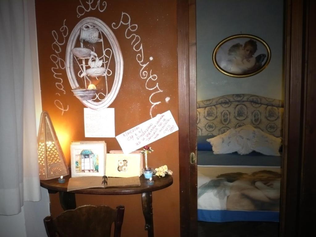 Camera Da Letto Romantica Con Candele : Holiday home la casetta delle candele montemerano u prezzi