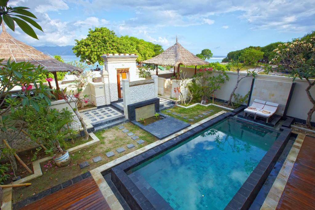 科科莫度假酒店游泳池或附近泳池的景觀