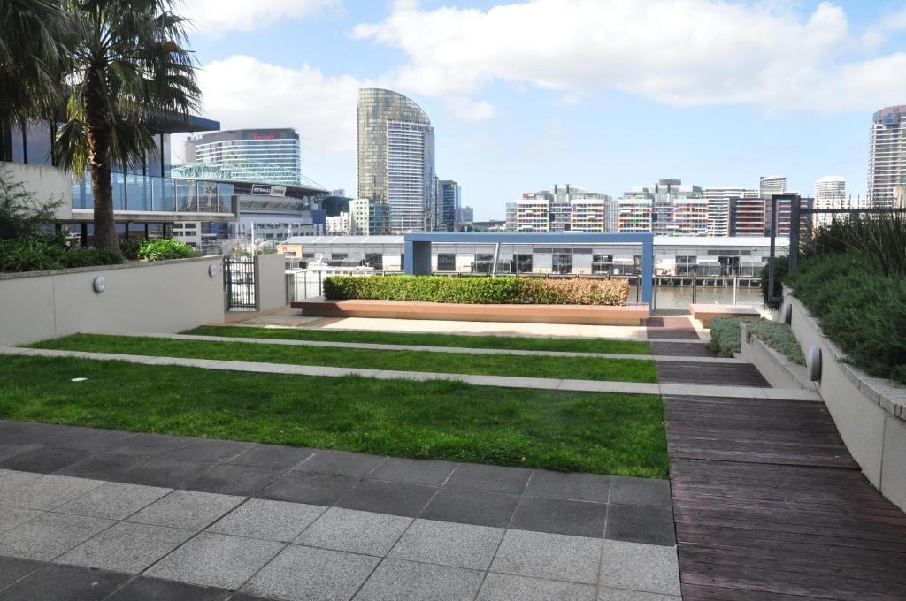 aparthotel amd new quay docklands melbourne australia. Black Bedroom Furniture Sets. Home Design Ideas