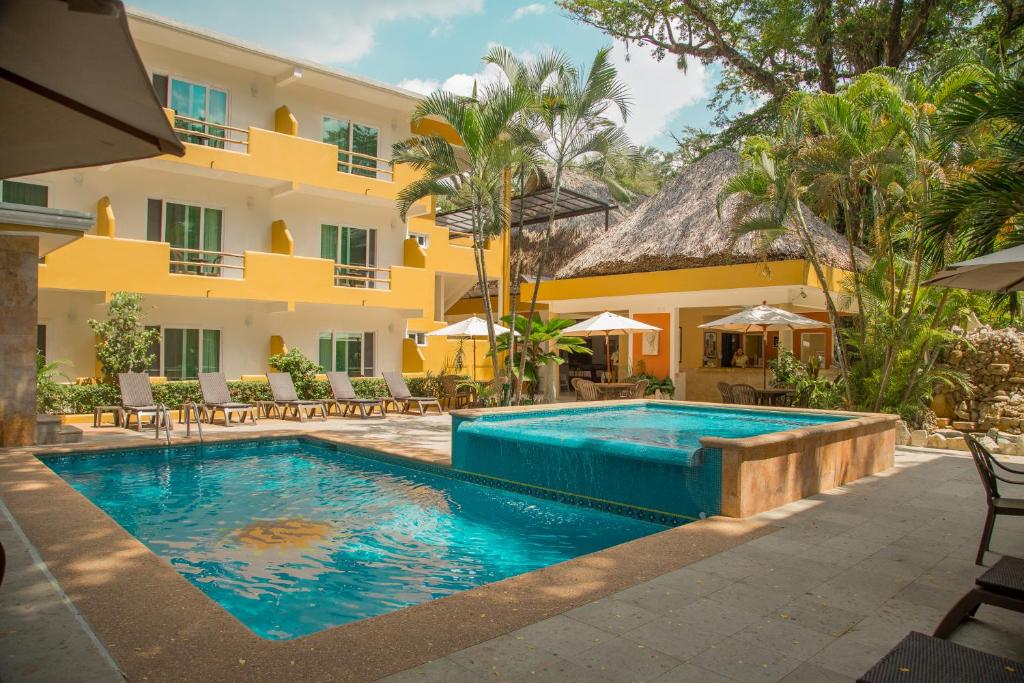 Бассейн в Hotel Chablis Palenque или поблизости