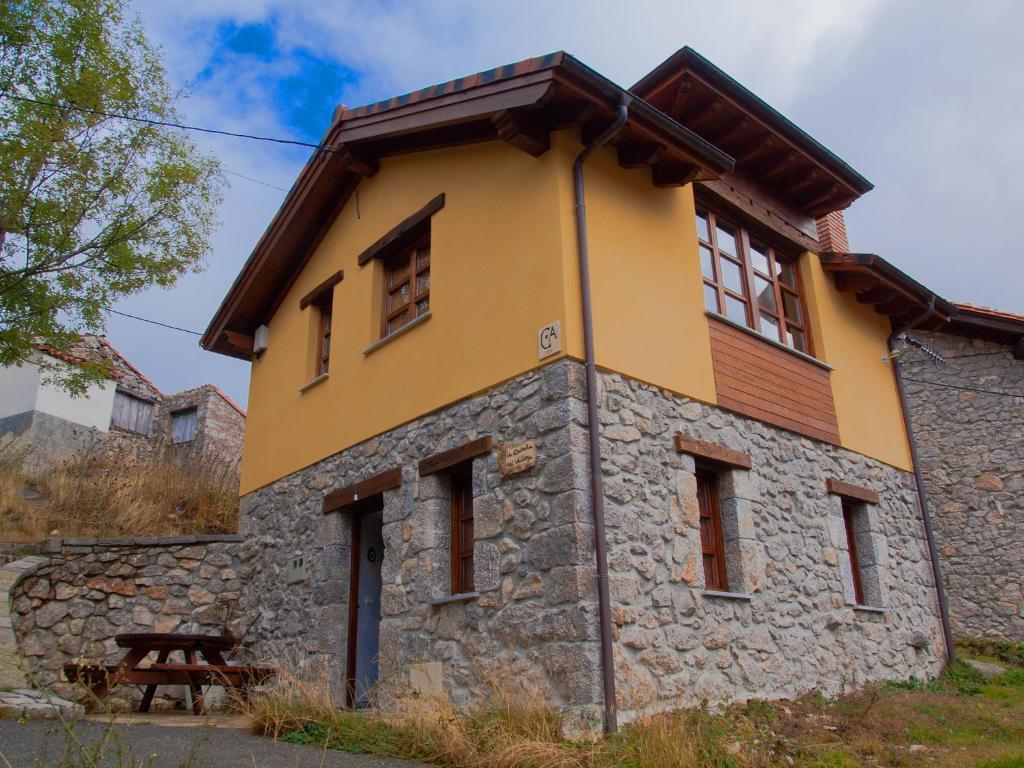 Casa rural la caba a del valleyu sotres precios for Casa rural mansion terraplen seis