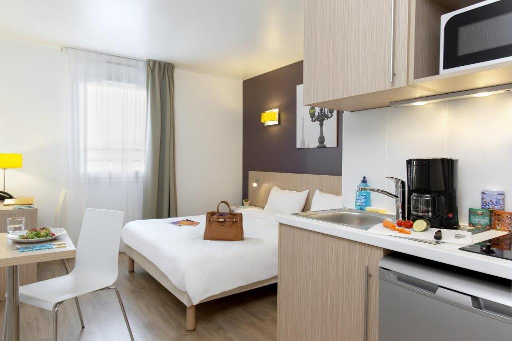 aparthotel adagio access paris clichy clichy tarifs 2019. Black Bedroom Furniture Sets. Home Design Ideas