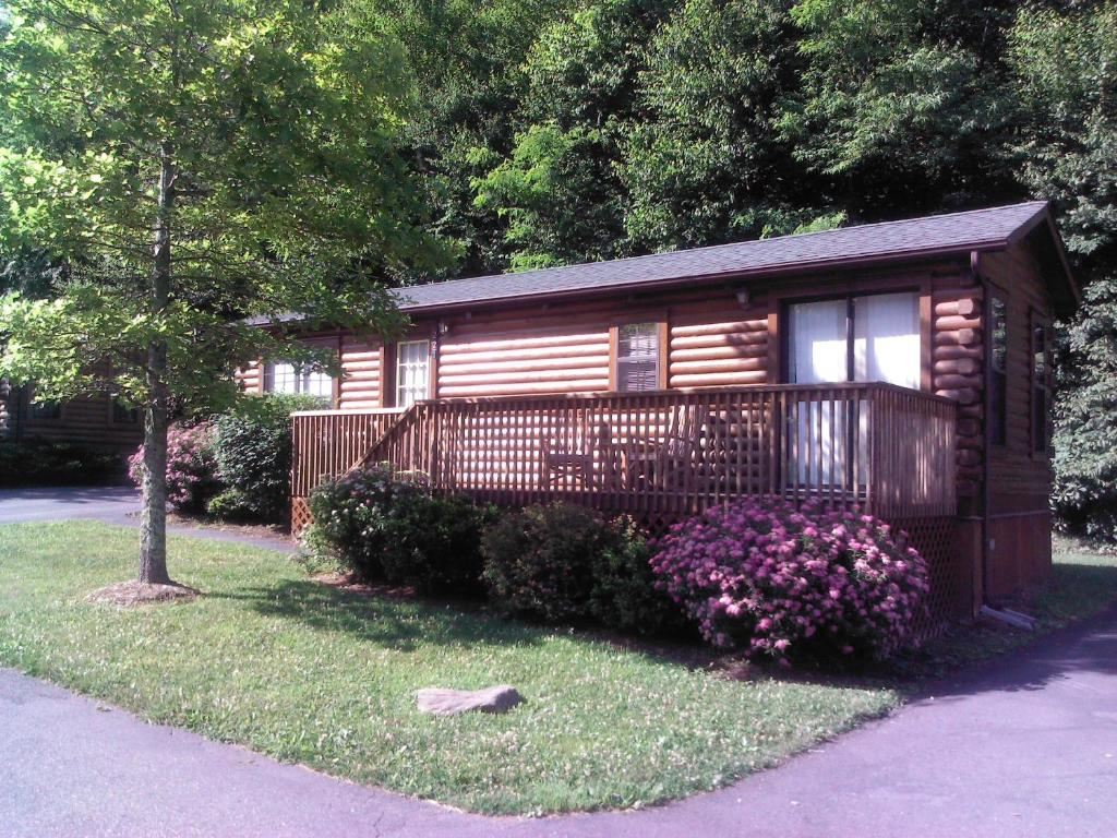 boone serenityridge rock s r near pictures fall blowing at serenity blue ridge vacation cabins nc creek log secluded rentals cabin parkway htm rental
