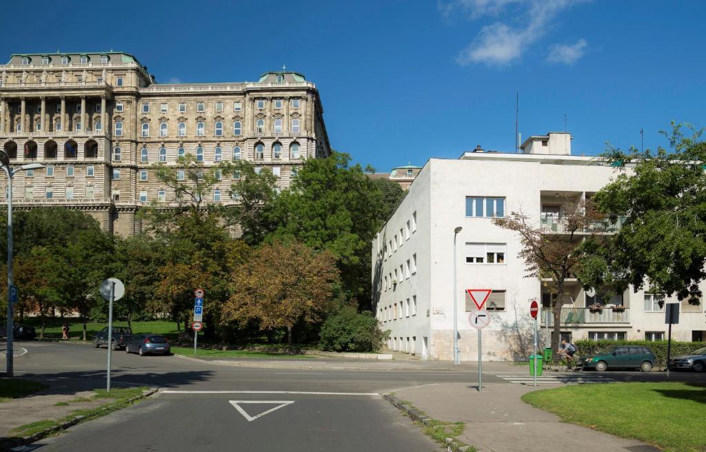 Ebony Pianino Apartment