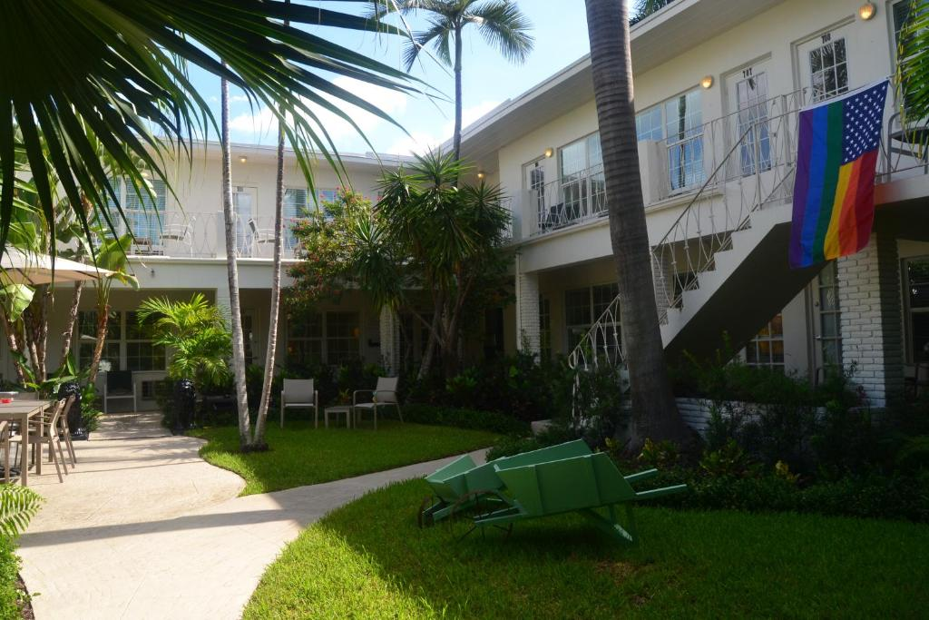 Grand Palm Plaza Male Clothing Optional Resort A North Beach Village Hotel Fort Lauderdale Usa Deals