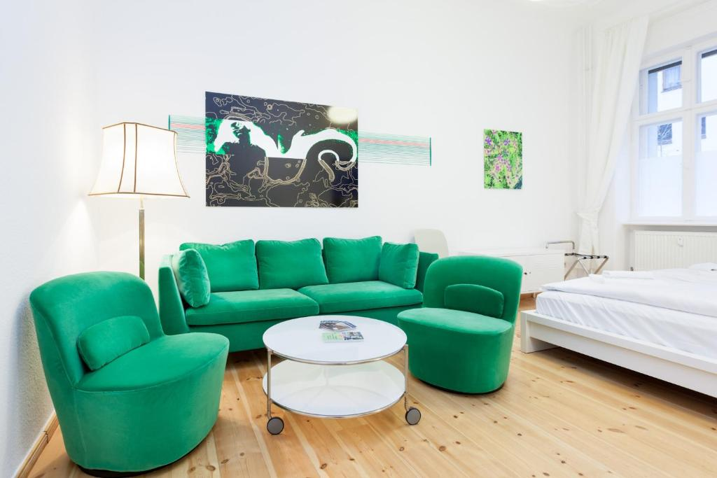 A seating area at Apartment Berlin Zentrum
