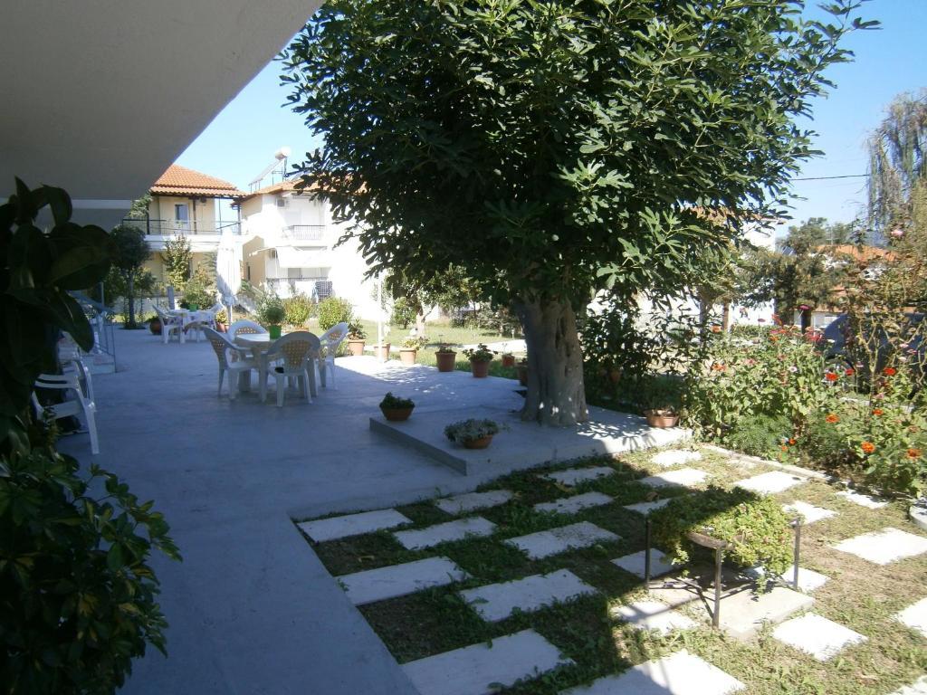 Katerina studios and apartments gr ce loutr v lvis for Jardin katerina