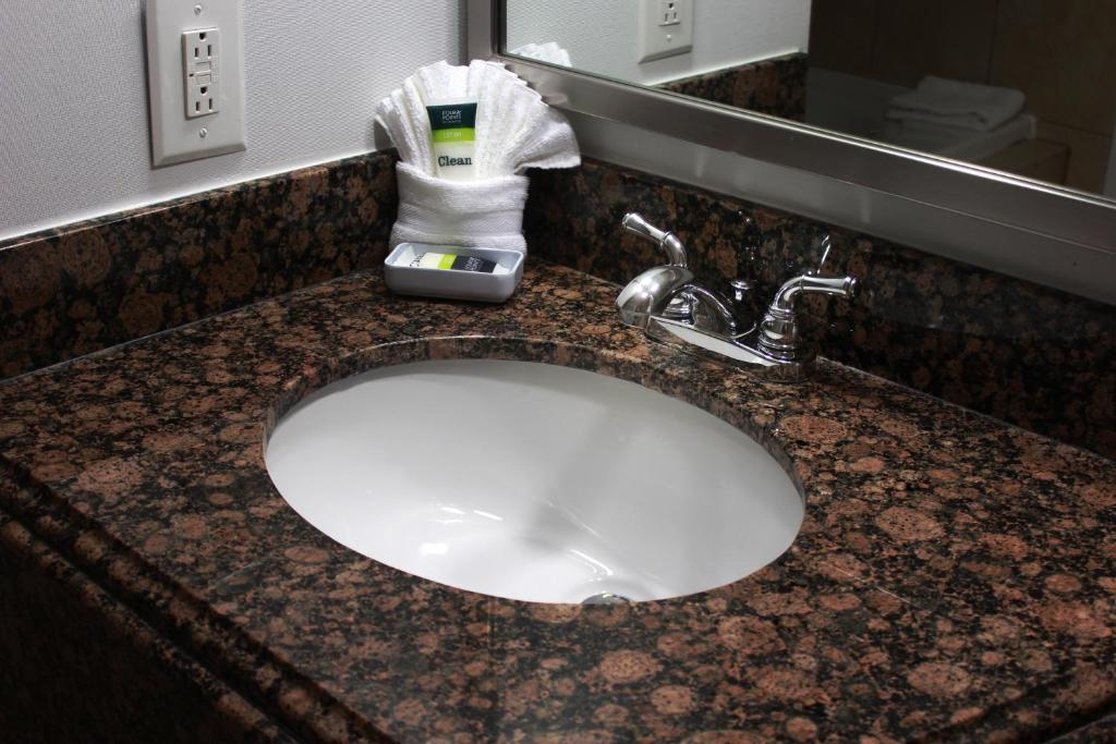 Bathroom Sinks Kansas City hotel four points sheraton kansas city, mo - booking