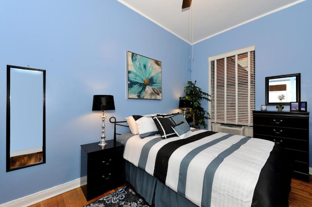 Apartment Madison Avenune New York New York City NY Booking Enchanting 2 Bedroom Apartment In Manhattan Painting