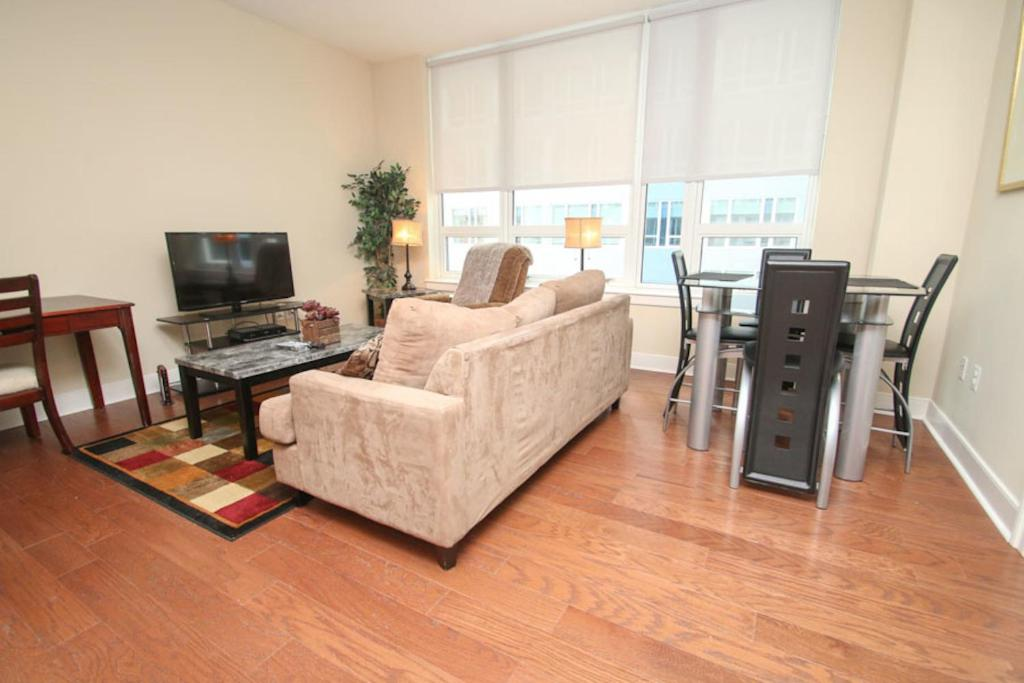 Gallery image of this property. Apartment Contemporary 2 Bedroom Rittenhouse  Philadelphia  PA