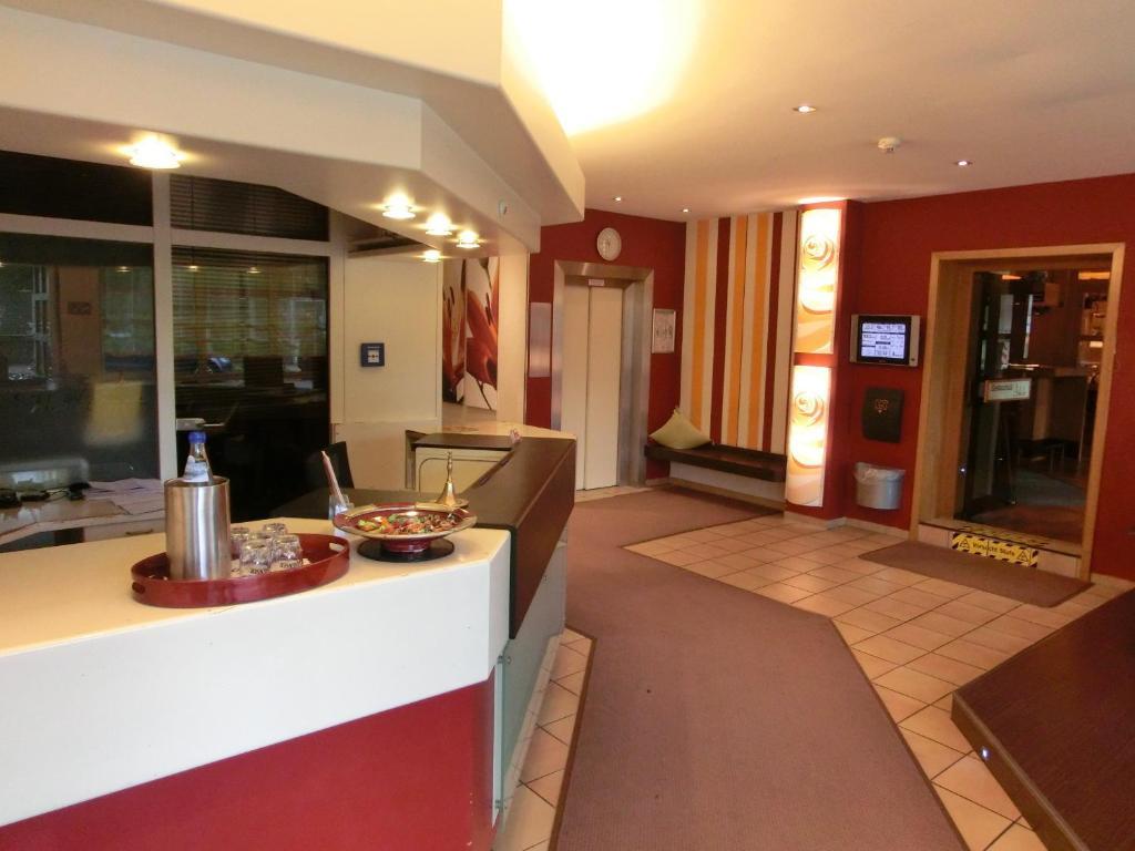 A kitchen or kitchenette at Hotel Scholz