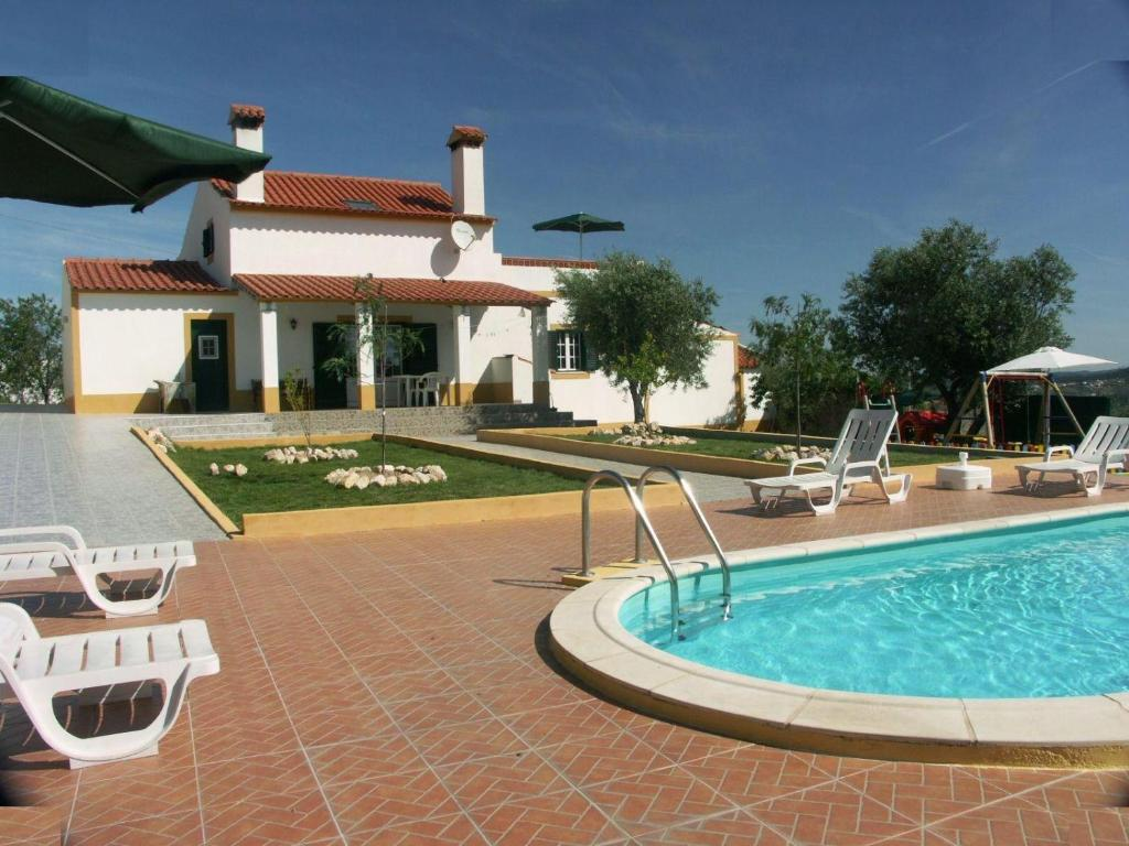 The swimming pool at or near Holiday home Casa da Boavista