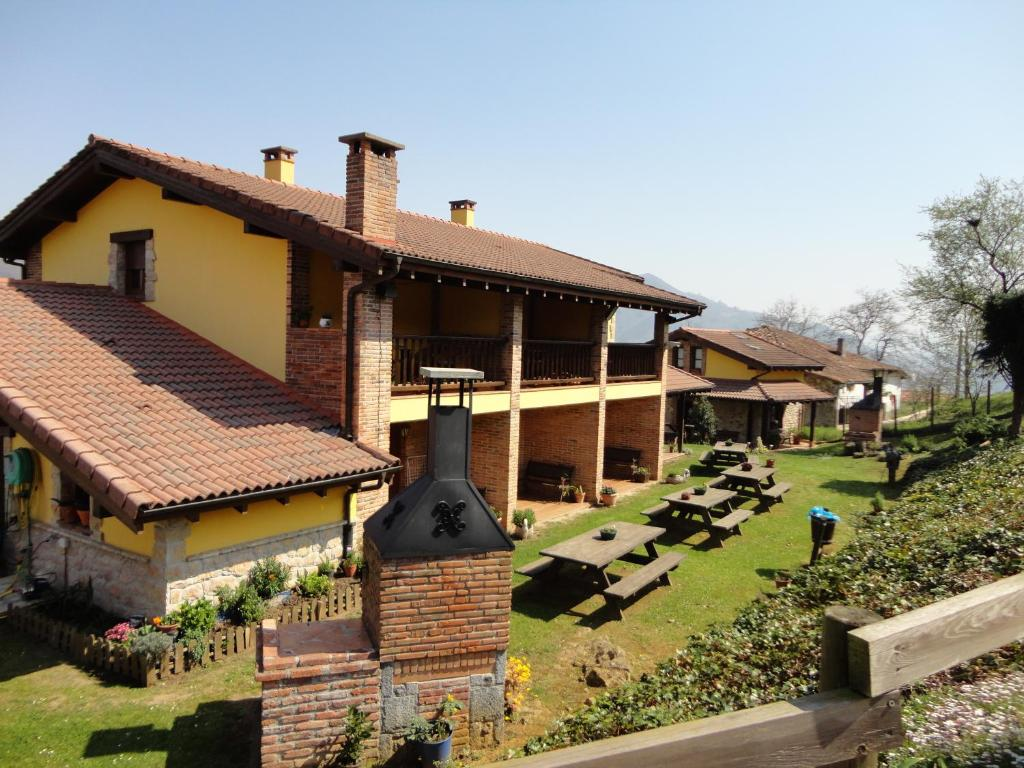 Apartamentos rurales buena vista san juan de parres spain - Cangas de onis casa rural con jacuzzi ...