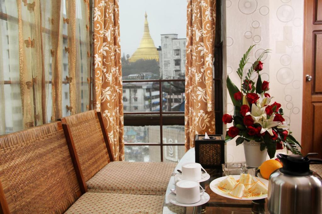 クリスタル パレス ホテル(Crystal Palace Hotel)