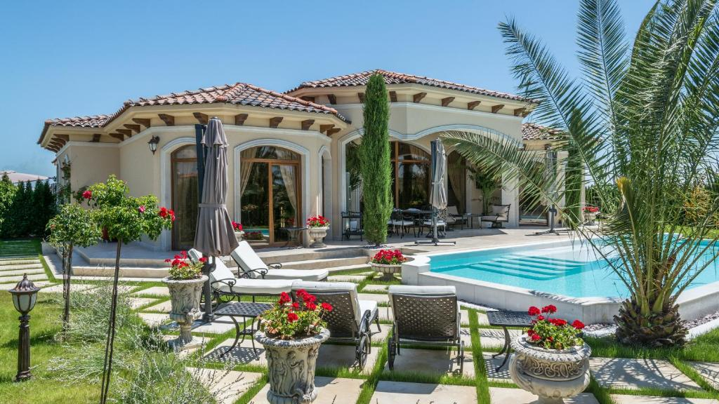 Eden park luxury villas sunny beach bulgaria for Capri luxury villas