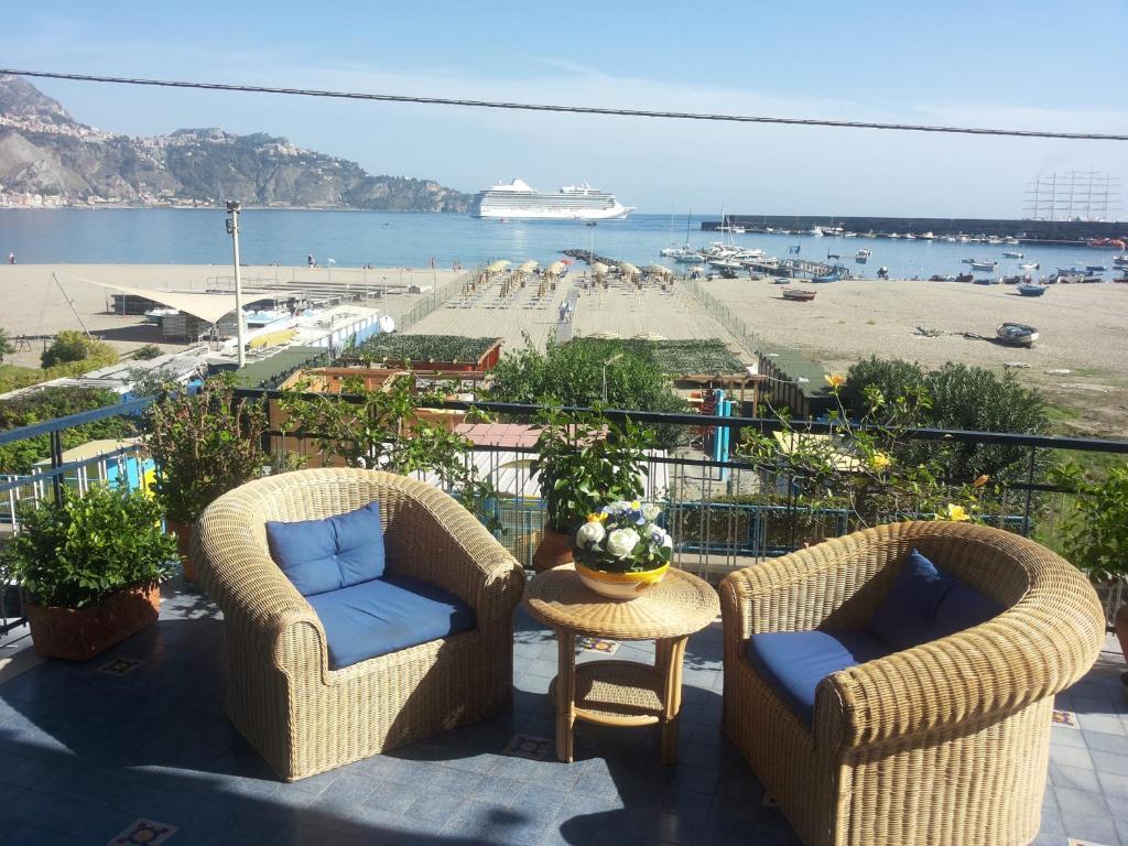 Apartment Terrazza sul Mare, Giardini Naxos, Italy - Booking.com