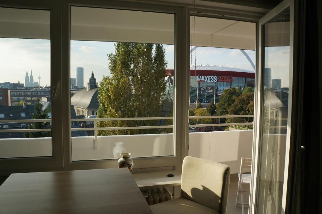 ferienwohnung k ln deutz messe lanxess arena deutschland k ln. Black Bedroom Furniture Sets. Home Design Ideas