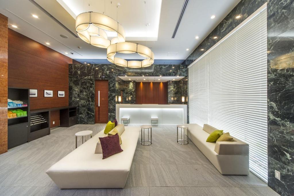 Lobby o reception area sa Sotetsu Fresa Inn Fujisawaeki Minamiguchi