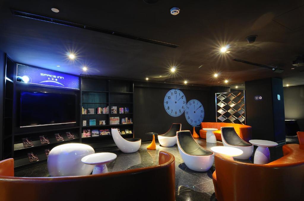 太空艙旅舍衡陽店酒吧或休息區