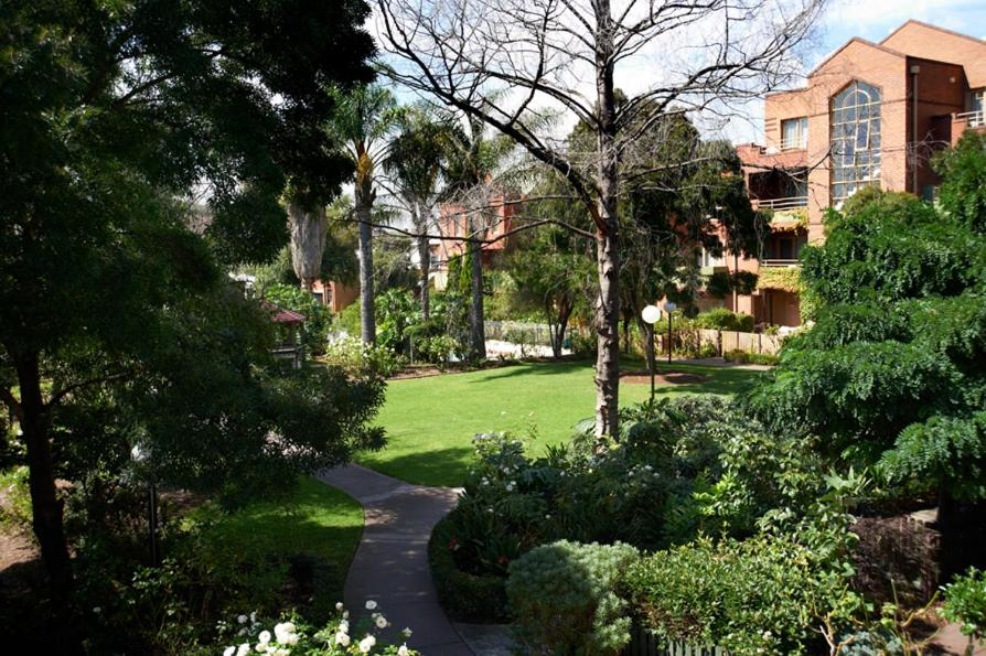 Quest Royal Gardens D Apartments Melbourne