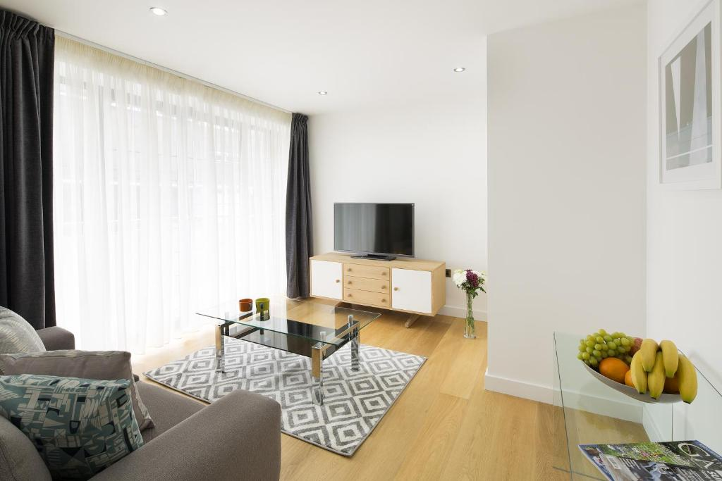 Marvellous Apartment Tower Hill One London Uk  Bookingcom With Exciting See All  Photos Close  Tower Hill One With Agreeable The Lamb  Flag Covent Garden Also Garden Shed Paint Bq In Addition Garden Shed Alarm And Gardening Merchandise As Well As Jtf Garden Furniture Additionally How To Grow Garden Beans From Bookingcom With   Exciting Apartment Tower Hill One London Uk  Bookingcom With Agreeable See All  Photos Close  Tower Hill One And Marvellous The Lamb  Flag Covent Garden Also Garden Shed Paint Bq In Addition Garden Shed Alarm From Bookingcom