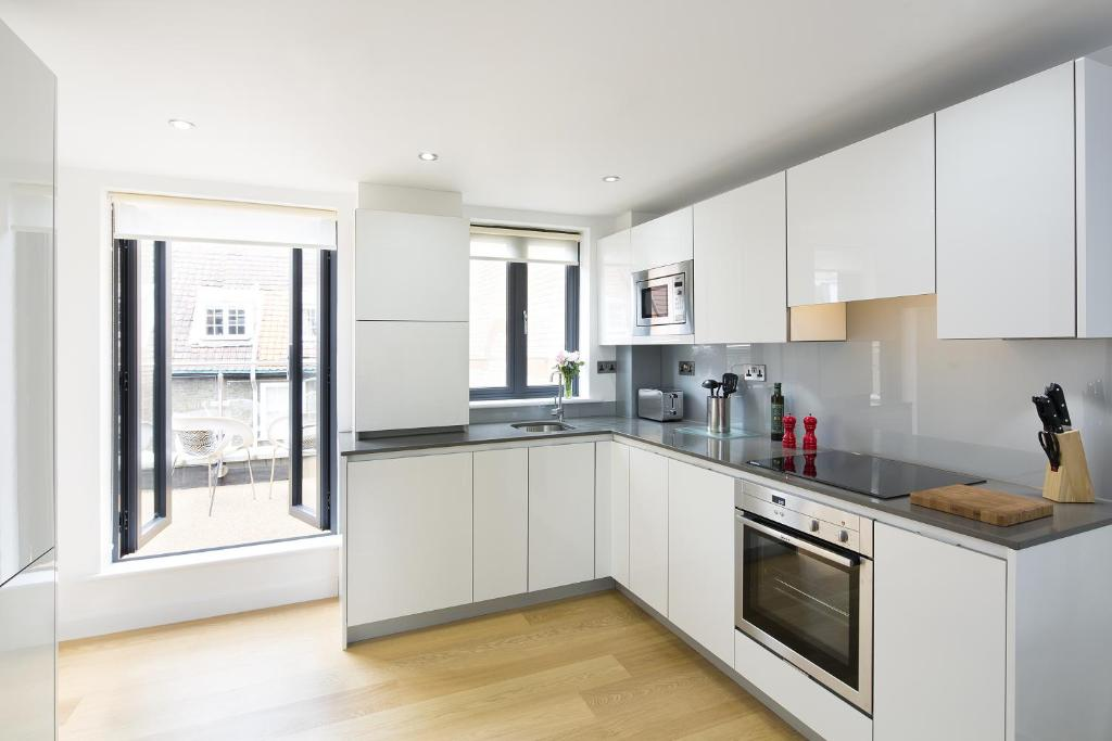 Tower Hill One, London – Updated 2018 Prices