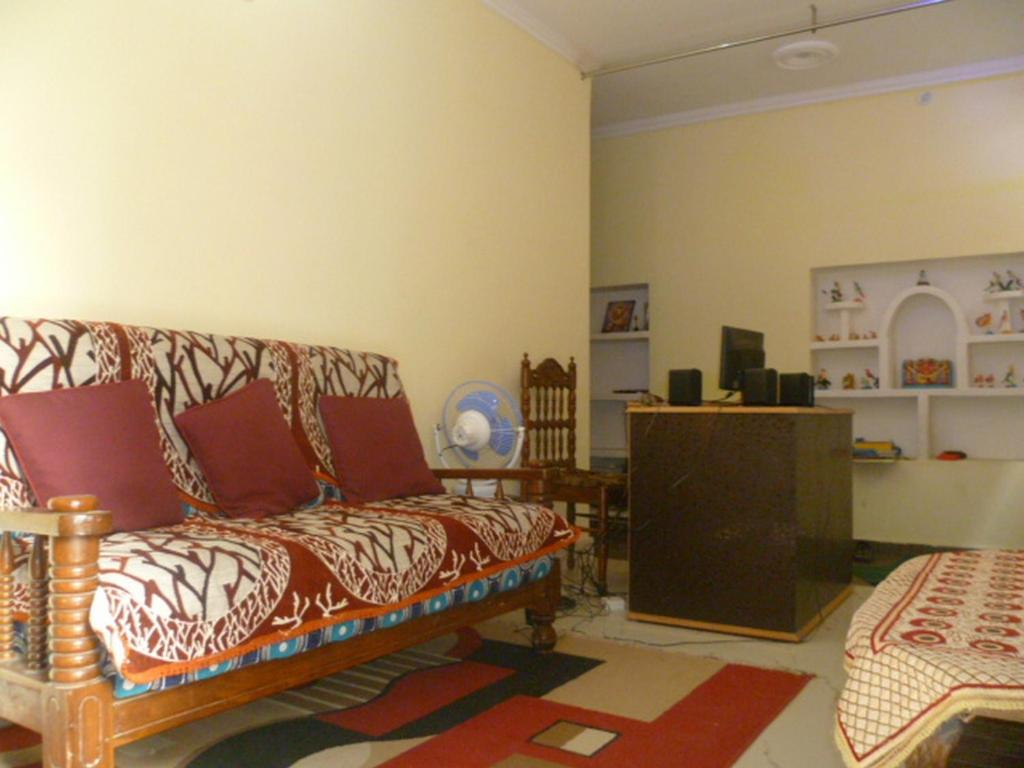 sanskriti paying guest house, varanasi, india - booking