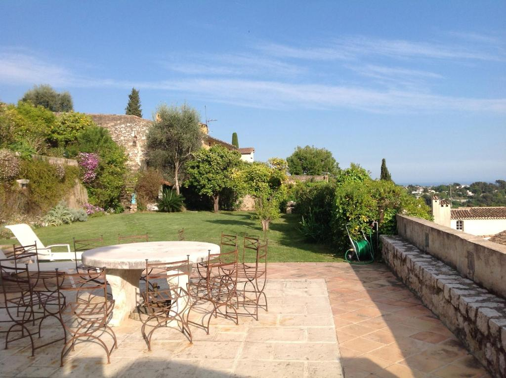 La petite maison saint paul de vence updated 2018 prices - Petit jardin hotel san juan saint paul ...