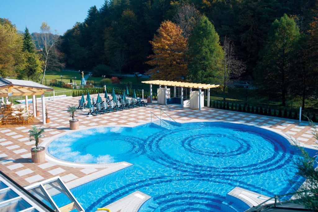 Baseinas apgyvendinimo įstaigoje Hotel Smarjeta - Terme Krka arba netoliese