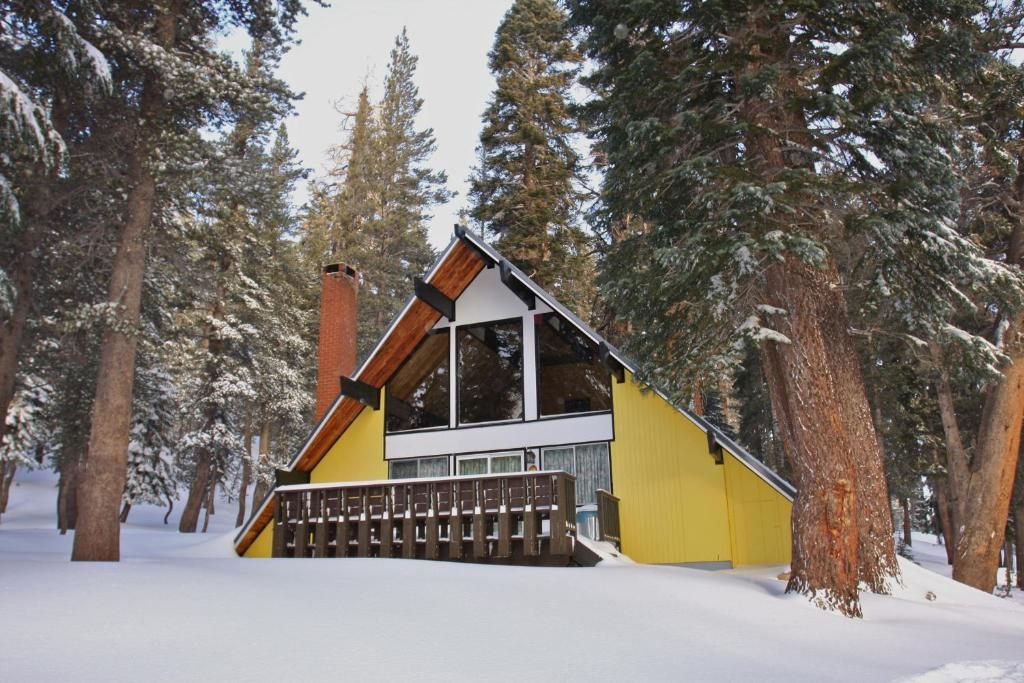 Chalet 12 by mammoth mountain chalets mammoth lakes ca for Mammoth mountain cabins pet friendly