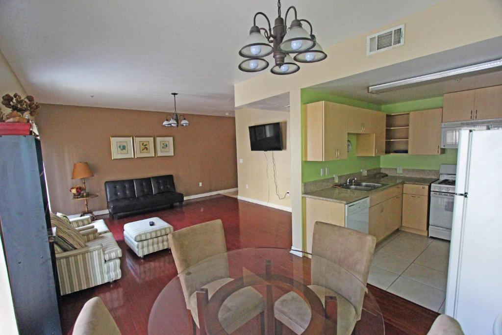 . Apartment Economy Two Bedroom Townhomes  Van Nuys  CA   Booking com