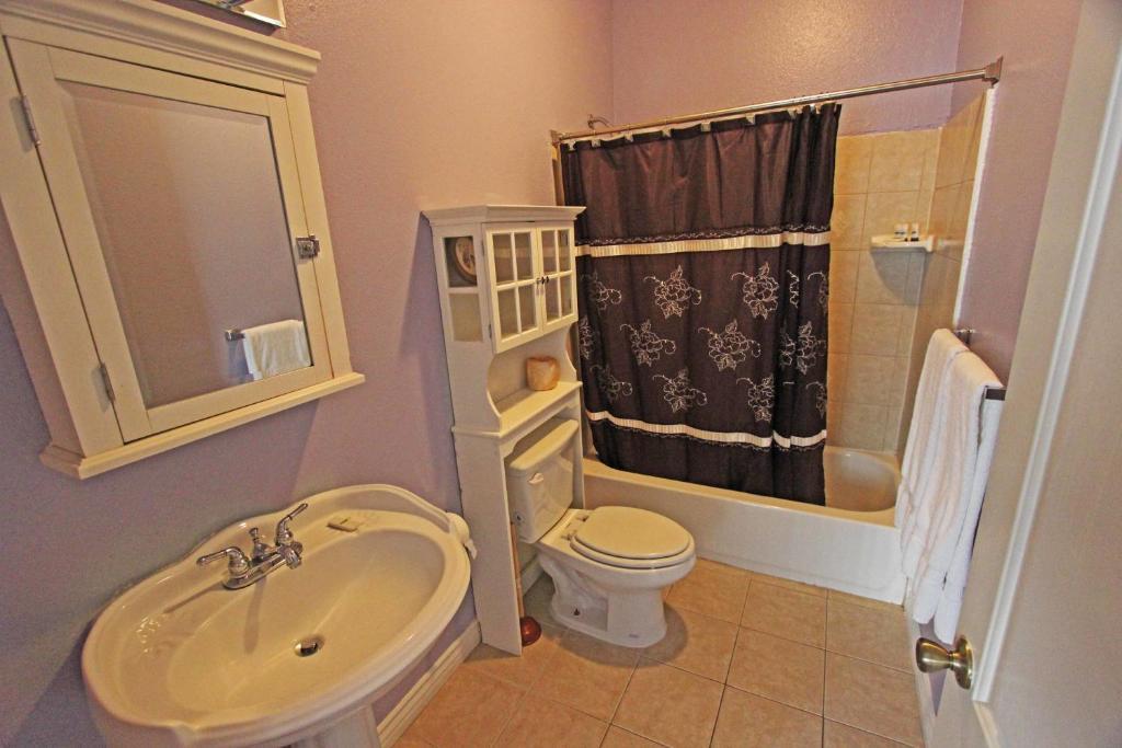 Economy Two Bedroom Townhomes   Vanowen 6  Van Nuys  USA  Deals. Apartment Economy Two Bedroom Townhomes  Van Nuys  CA   Booking com