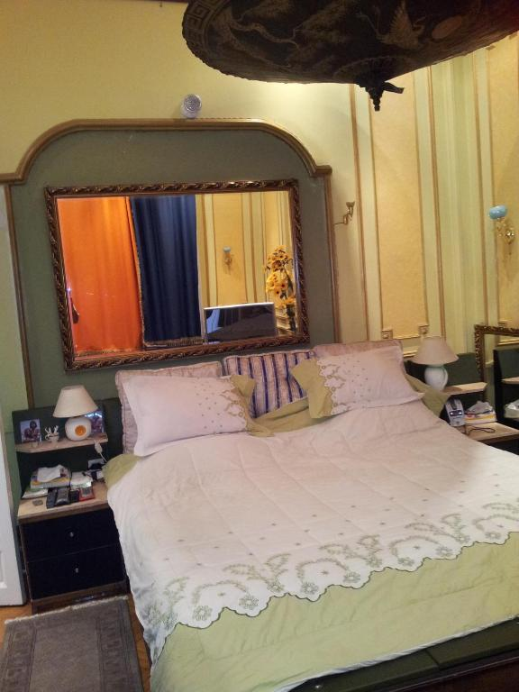 A bed or beds in a room at Charming Three-Bedroom Apartment at Abdelkhalek Sarwat Street