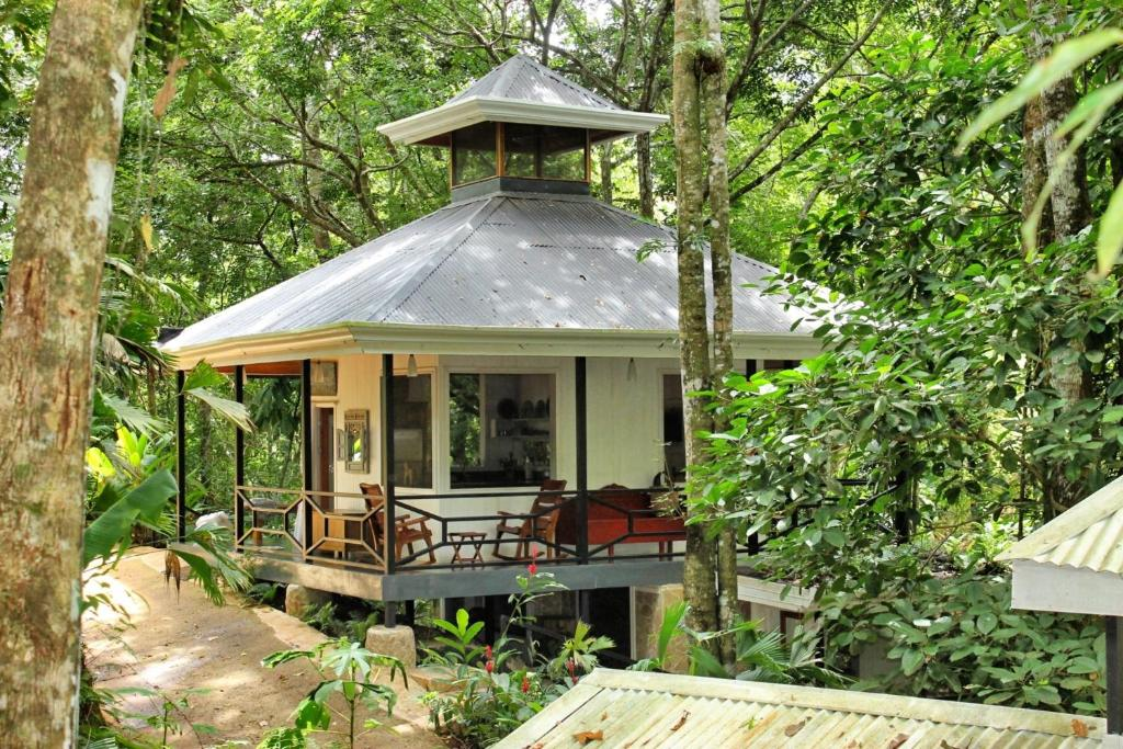Vacation home the jungle house jac costa rica for Jungle house costa rica