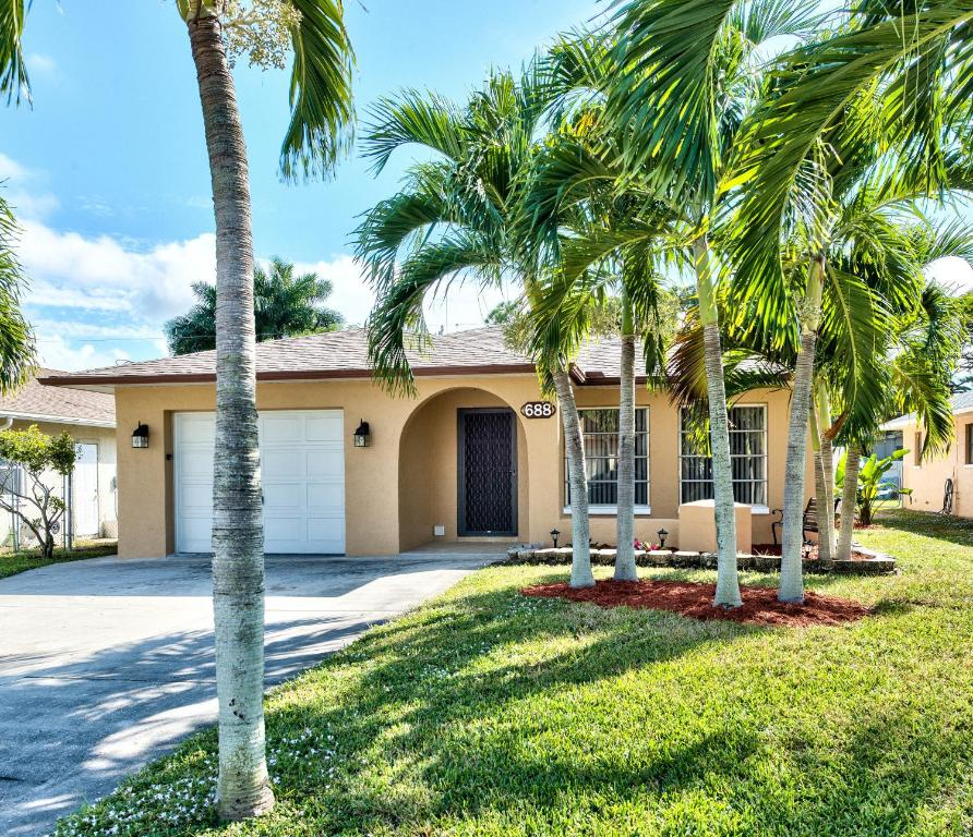 Vacations In Naples Fl: Vacation Home Pompei Vacation Rental, Naples Park, FL