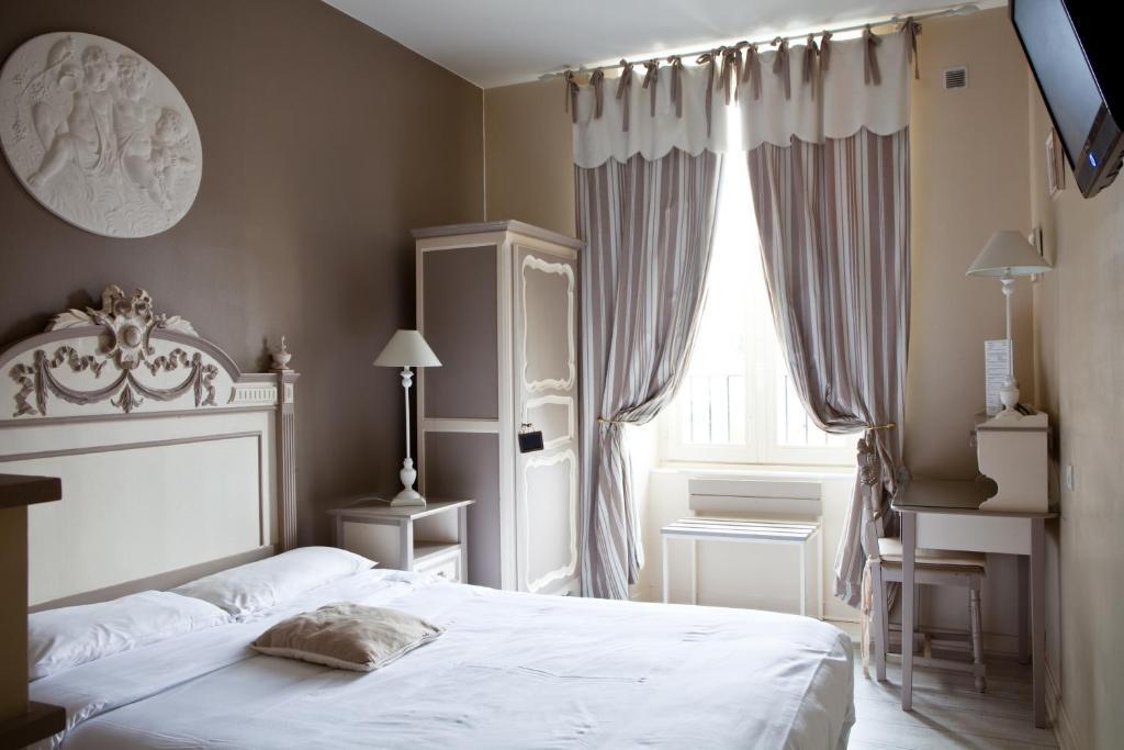 Een bed of bedden in een kamer bij Hotel Abat Jour