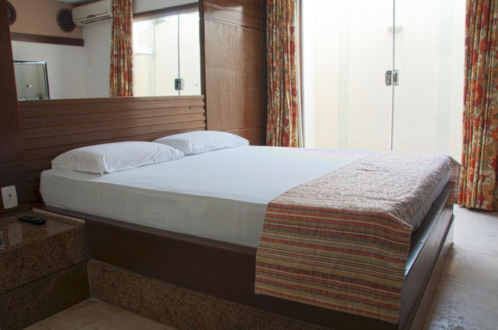 A bed or beds in a room at New Dhunas Motel (Adult Only)