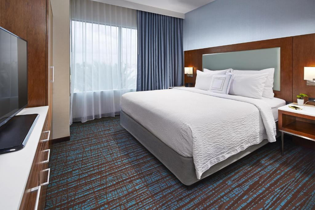 2 Bedroom Suites In Anaheim Ca Exterior Property Best Hotel Springhill Anaheim Convention Ctr Ca  Booking Design Inspiration