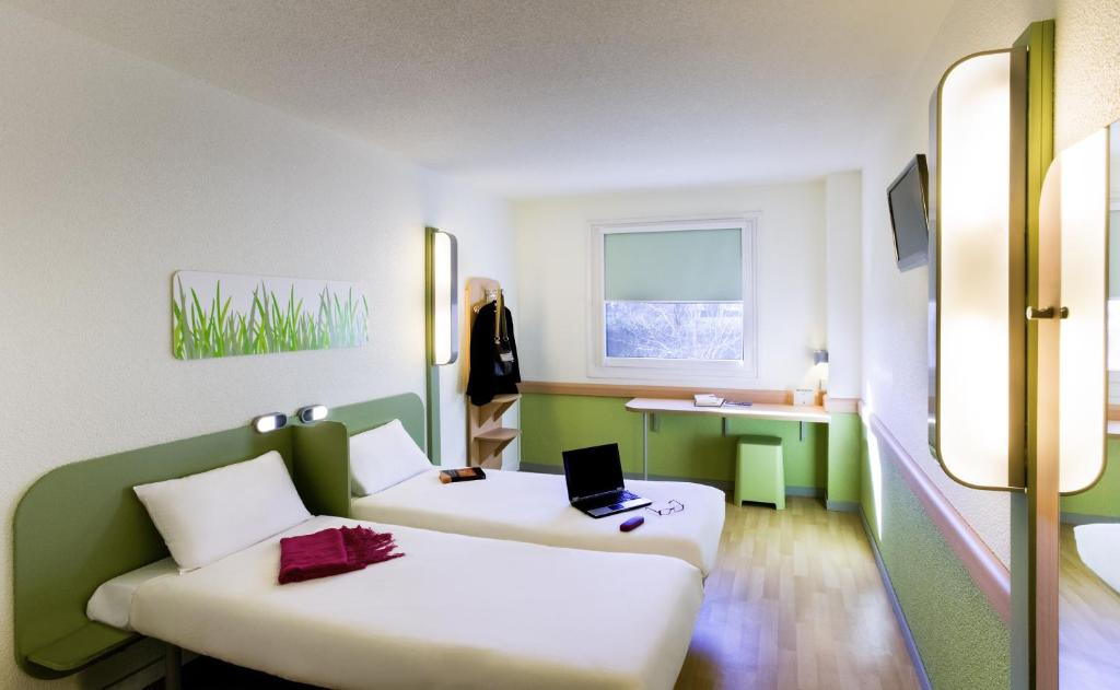 A bed or beds in a room at Ibis Budget Zaragoza