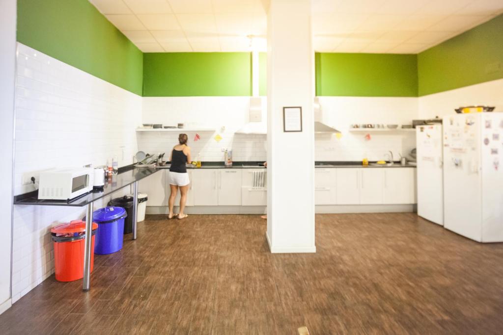 A kitchen or kitchenette at 360 Hostel Barcelona