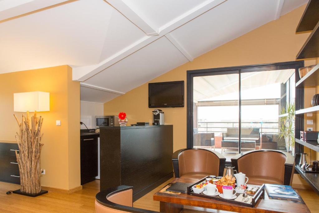 eden hotel spa penthouse cannes france. Black Bedroom Furniture Sets. Home Design Ideas