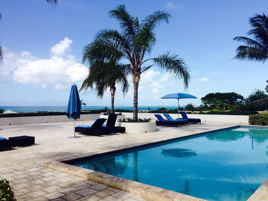 The swimming pool at or close to La Vista Azul