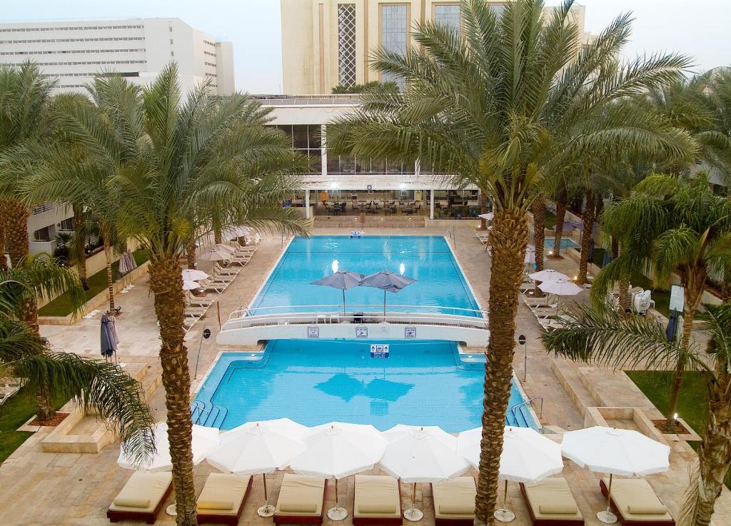 Pogled na bazen v nastanitvi Leonardo Royal Resort Eilat oz. v okolici