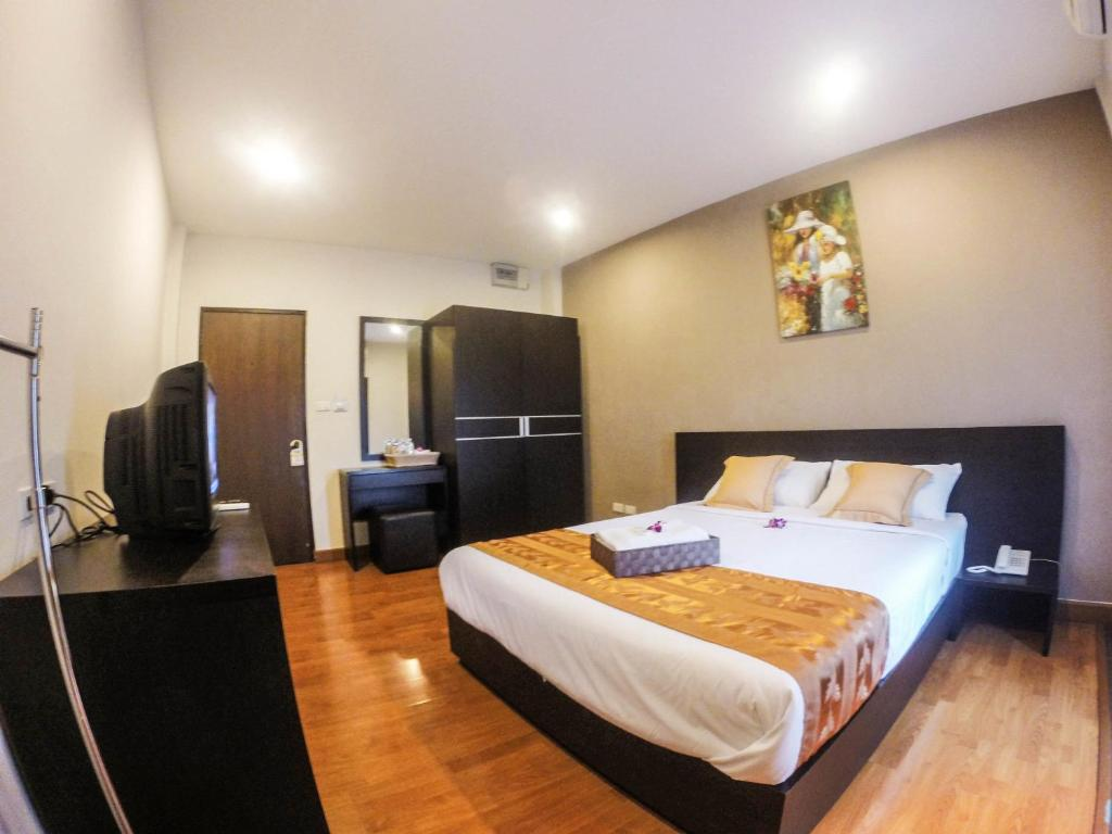 A bed or beds in a room at Khaosan Park Resort