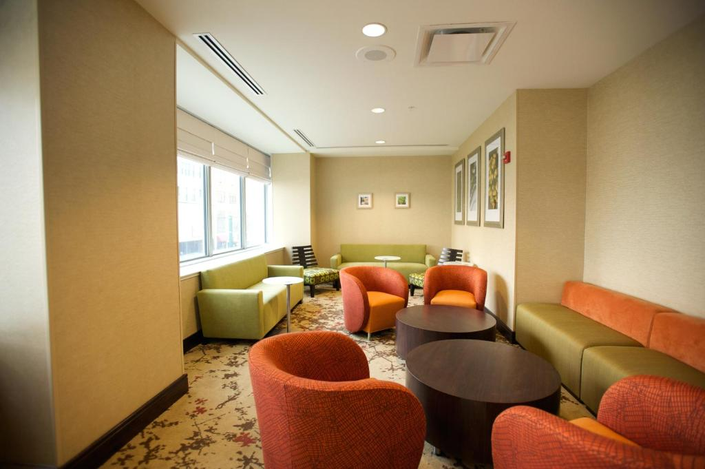 gallery image of this property - Hilton Garden Inn Buffalo Downtown